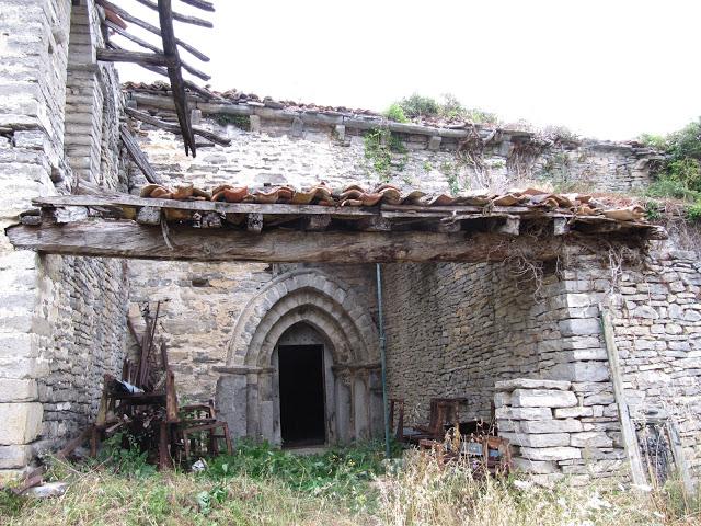 Pórtico de la Iglesia de Artxua (Foto: Javier Ajamil para Ondare Babesa, S.L.)